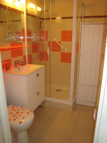 studio fr jus louer pour 4 personnes location n 12404. Black Bedroom Furniture Sets. Home Design Ideas