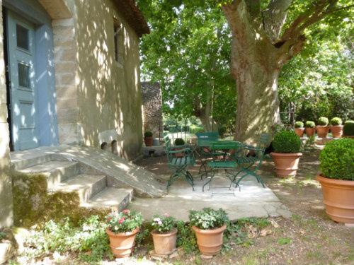 Maison laudun l 39 ardoise louer pour 5 personnes for Location mobilier exterieur