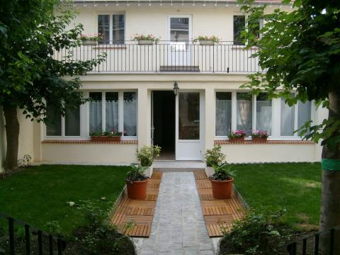 Bed and Breakfast in Argenteuil - Vacation, holiday rental ad # 6089 Picture #0