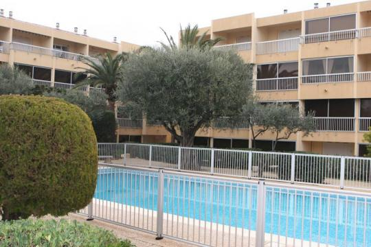 Studio in SIX FOURS LES PLAGES - Vacation, holiday rental ad # 803 Picture #1