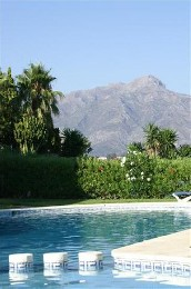 Flat in Marbella la quinta golf for   6 •   with shared pool