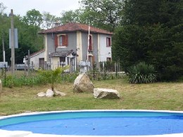Huis Chassenon - 7 personen - Vakantiewoning  no 11404