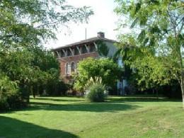 Maison à Castelsarrasin pour  7 •   avec terrasse