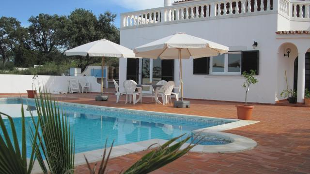 House in Loulé for rent for  5 people - rental ad #22185