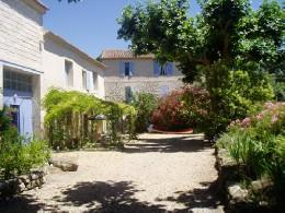 Château 3 personnes Sommières - location vacances  n°22545