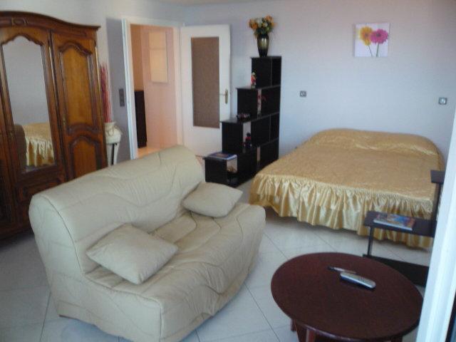 studio nice louer pour 4 personnes location n 25048. Black Bedroom Furniture Sets. Home Design Ideas