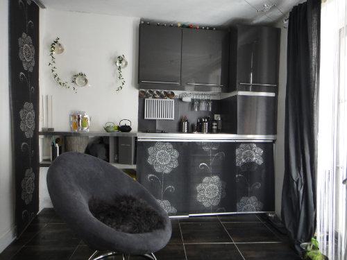 studio paris louer pour 2 personnes location n 25357. Black Bedroom Furniture Sets. Home Design Ideas