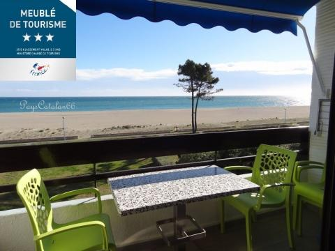 Flat in St cyprien plage for   4 •   view on sea
