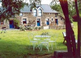Maison à Plouguenast pour  8