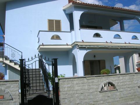 Appartement à Valentano pour  5 •   vue sur lac