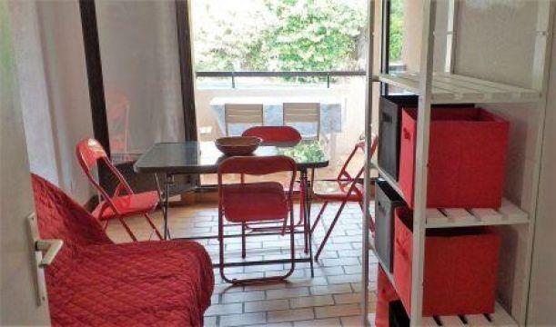 appartement hyeres louer pour 4 personnes location n 28413. Black Bedroom Furniture Sets. Home Design Ideas