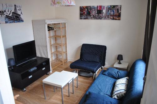 Studio à Paris pour  3 •   cour   n°29143