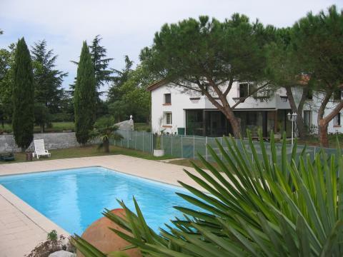 Gite à Castelnau d'estretefonds pour  10 •   avec piscine privée
