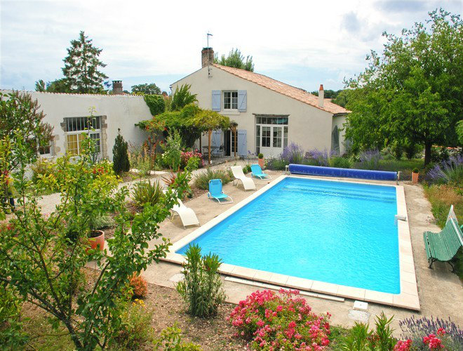 Bed and Breakfast Sainte Soulle - 8 personen - Vakantiewoning  no 32111