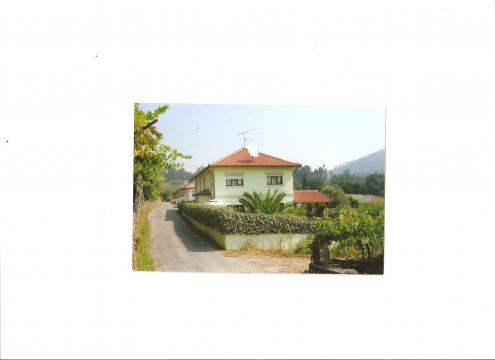 Maison à Estoraos pour  10 •   parking privé   n°32293