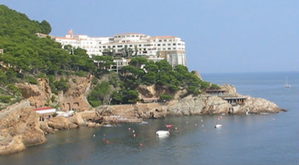 Flat in Begur for   6 •   view on sea