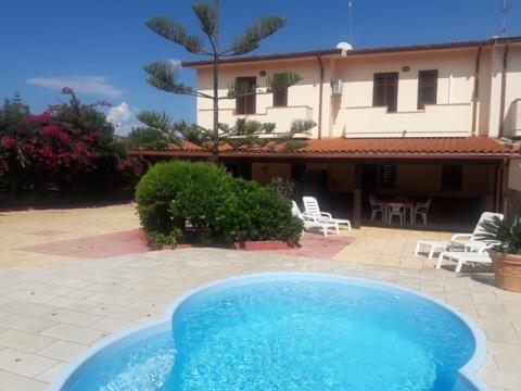 Maison à Trappeto pour  8 •   avec piscine privée   n°33070
