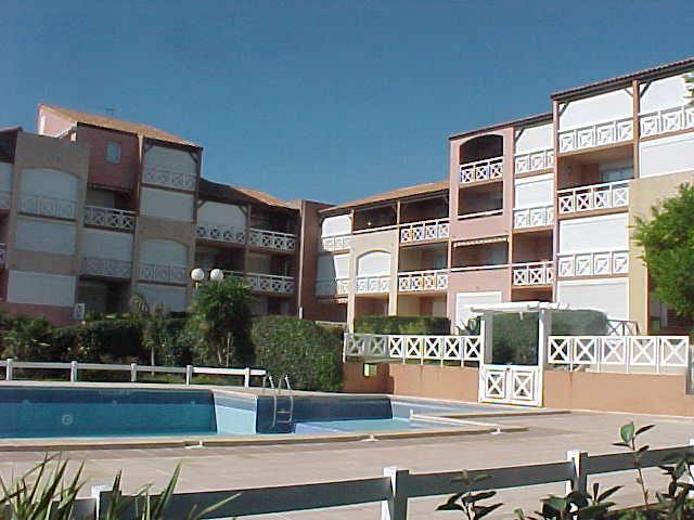 Appartement à Saint-pierre-la mer pour  4 •   avec piscine partagée