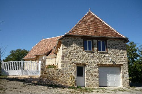 Maison à Mayrinhac-lentour pour  6 •   avec terrasse