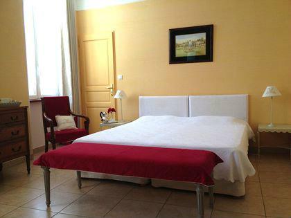 Habitaciones de hu spedes con desayuno incluido en for Para alquilar habitaciones