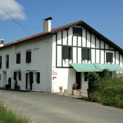 Maison à Ustaritz pour  8 •   parking privé