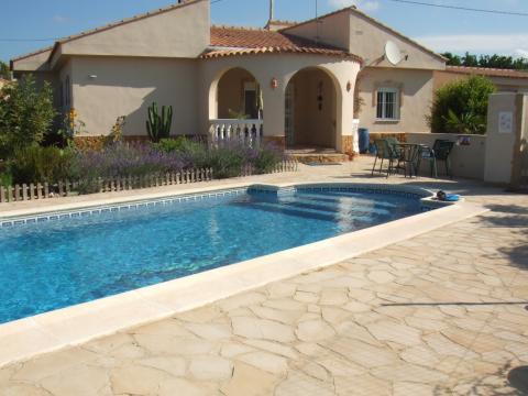 Maison Montroy - 7 personnes - location vacances