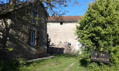 Gite in Saint jean d'alcapies for   4 •   animals accepted (dog, pet...)   #35480
