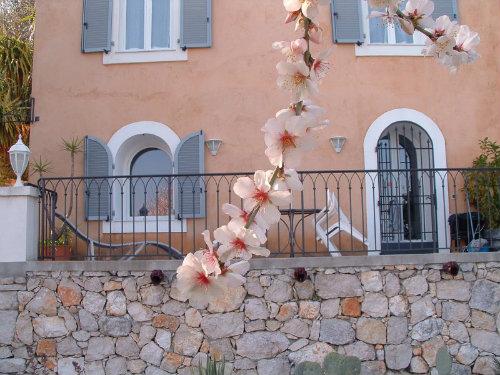 Maison à Beausoleil pour  4 •   vue sur mer