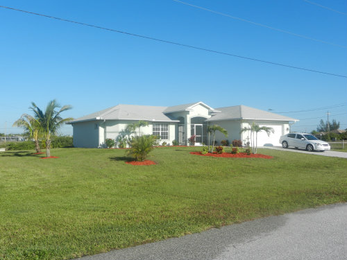 House in Cape coral for   8 •   with private pool   #36917