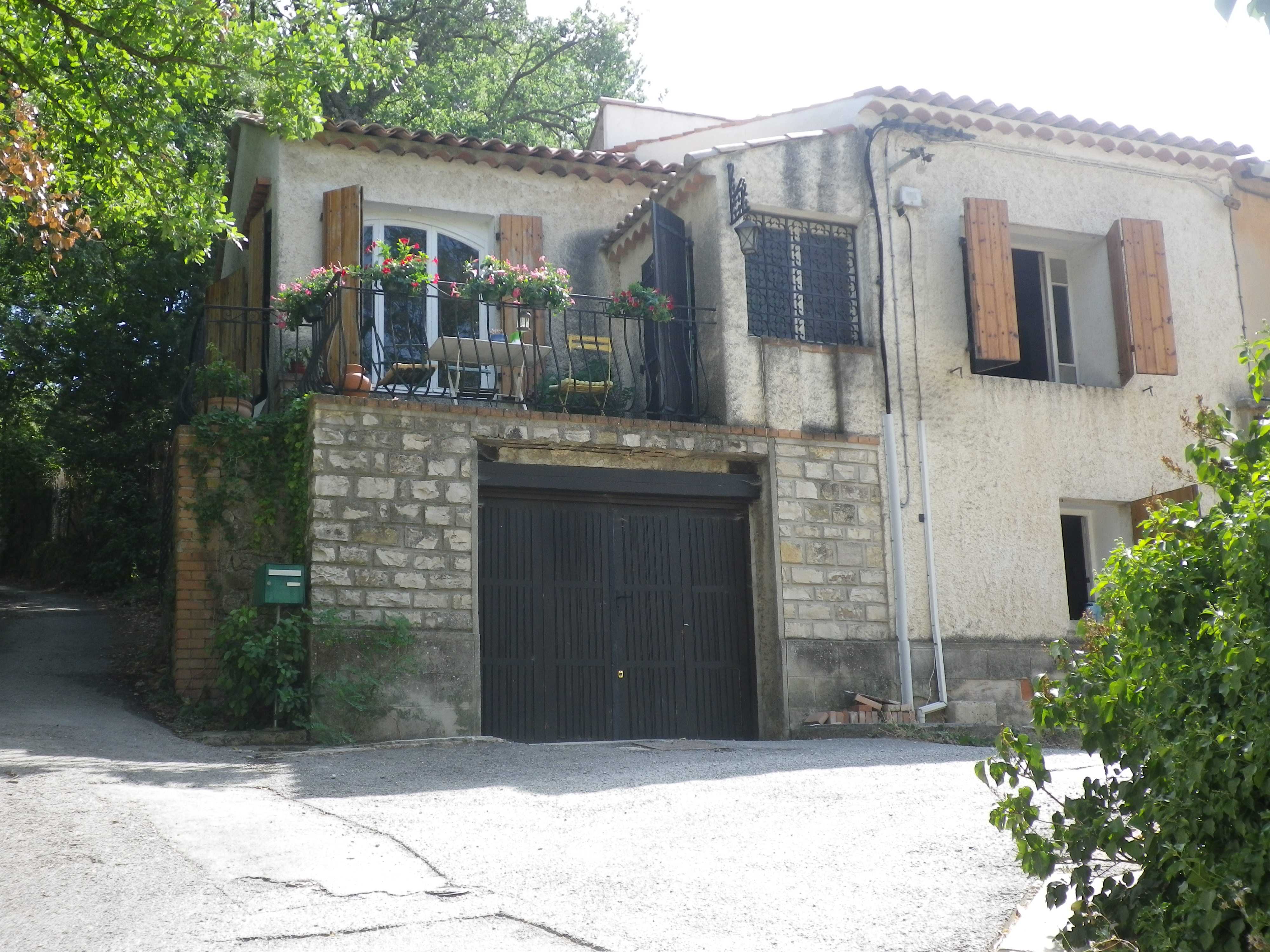 House in Aix en provence for   2 •   with terrace   #37253