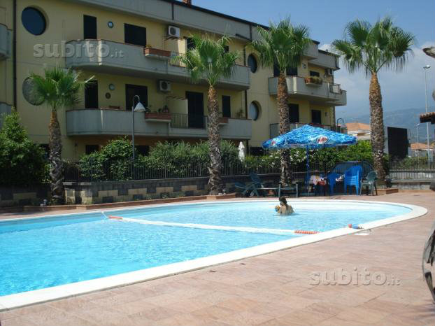 Flat in Fondachello for   5 •   private parking