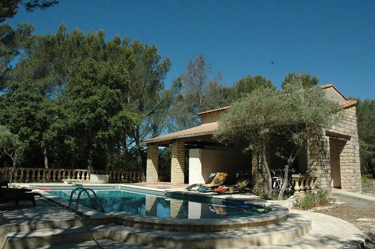 Gite in Grans voor  5 •   met zwembad in complex   no 38605