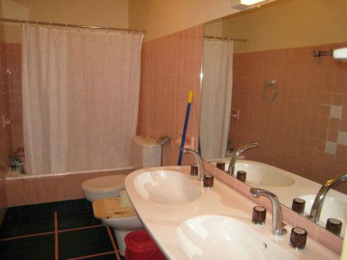 appartement nimes louer pour 4 personnes location n 39066. Black Bedroom Furniture Sets. Home Design Ideas