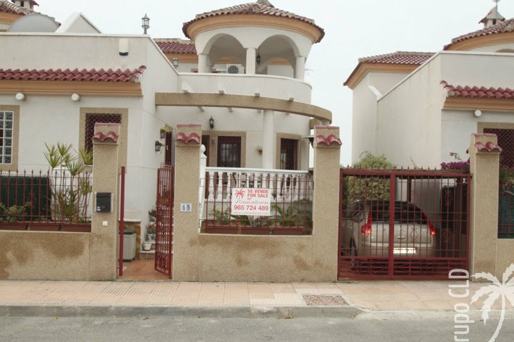 House in La marina for   6 •   3 bedrooms   #39382