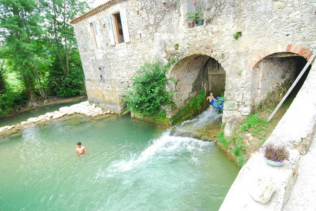 Gite à Brassac pour  8 •   avec piscine privée