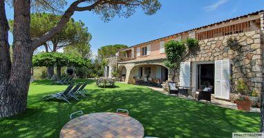 Maison à Sainte lucie de porto vecchio pour  22 •   avec piscine privée