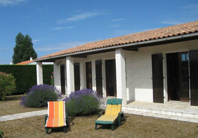 Maison saint denis d 39 ol ron louer pour 6 personnes - Maison jardin toulouse location saint denis ...