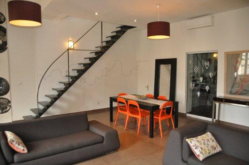 Appartement avignon louer pour 9 personnes location for Location appartement meuble avignon