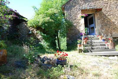 Gite à Villefranche de rouergue pour  2 •   jardin   n°42839