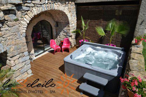 Ferme à Millau pour  15 •   avec piscine privée