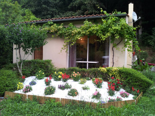 House in Vitrac saint vincent for   5 •   with private pool