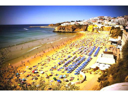 Flat in Albufeira for   4 •   with shared pool