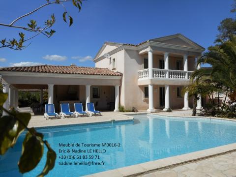 Haus in Roquebrune sur argens für  8 •   mit privat Schwimmbad