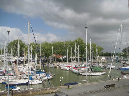 Studio à Rochefort-sur-mer pour  2 •   cour
