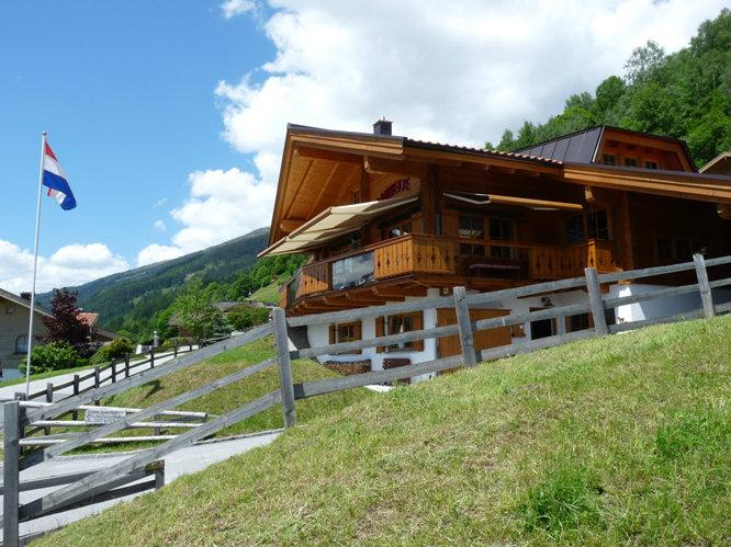 Chalet in Bramberg am wildkogel for   12 •   with balcony