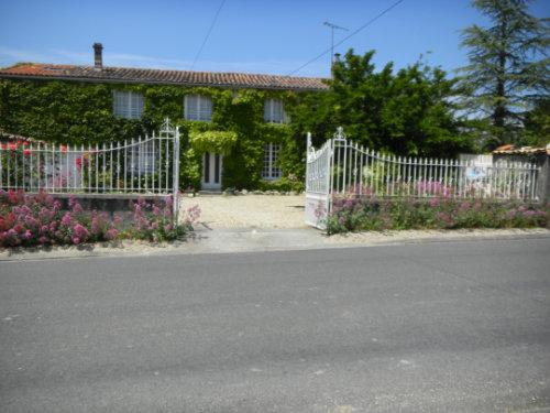Gite Neuvicq Le Château  - location vacances  n°46836