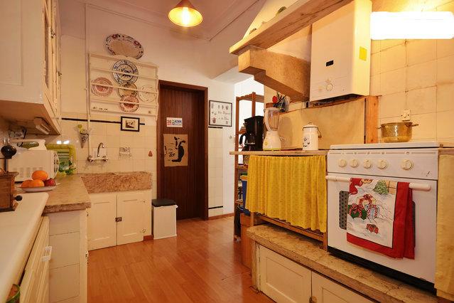 chambre d 39 h tes lisbonne louer pour 3 personnes location n 48054. Black Bedroom Furniture Sets. Home Design Ideas
