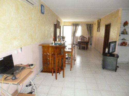 Maison abidjan cocody louer pour 6 personnes location n 49559 for Abidjan location maison