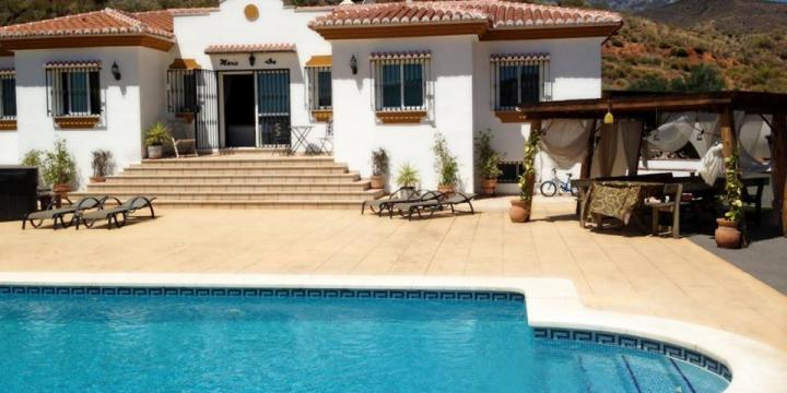 House in 20 minutes drctorre del mar for   8 •   with private pool