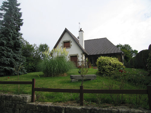 House in Miniac morvan for   6 •   animals accepted (dog, pet...)